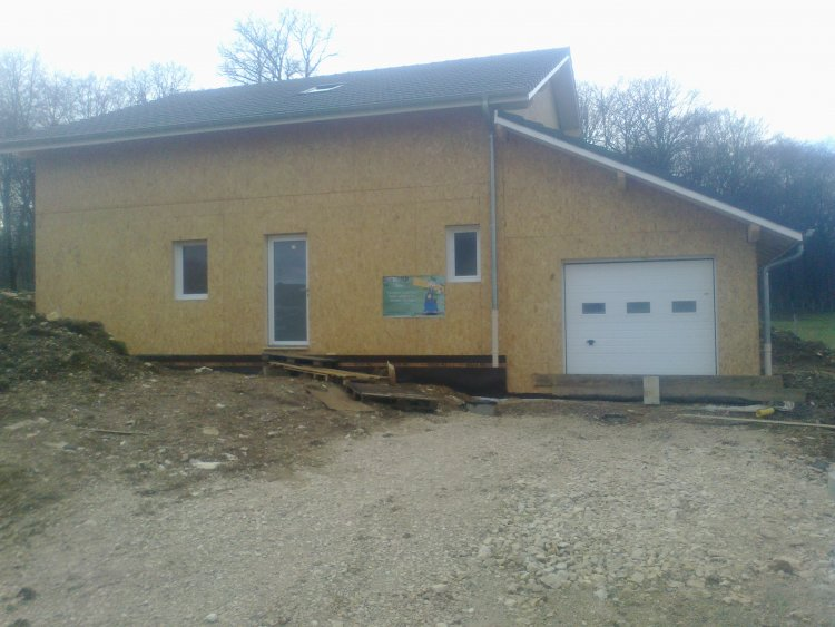 Maison ossture bois village de Dung