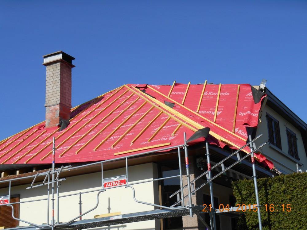 Isolation de toiture panneau polyuréthane  film pare-pluie Doubs 25 Besançon Montbéliard Pontarlier Baume-les-dames Rougemont Maîche